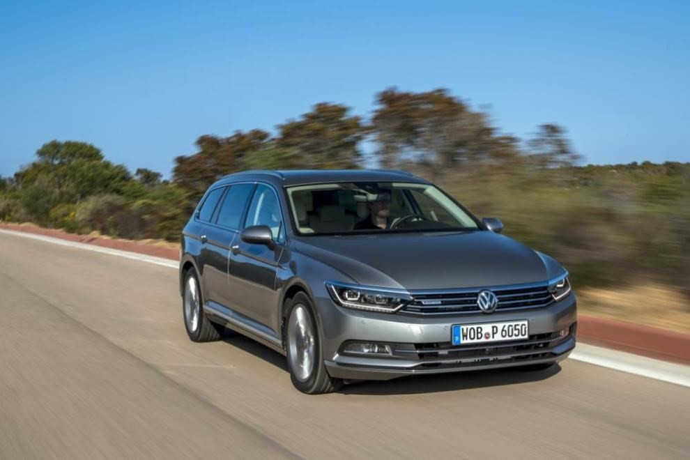 volkswagen passat variant 2 0 tdi businessline il test drive infomotori. Black Bedroom Furniture Sets. Home Design Ideas