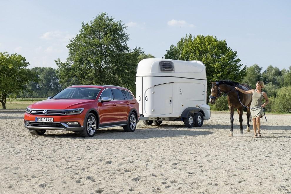 Nuova Volkswagen Passat Alltrack foto ed informazioni ufficiali - Foto 24 di 28