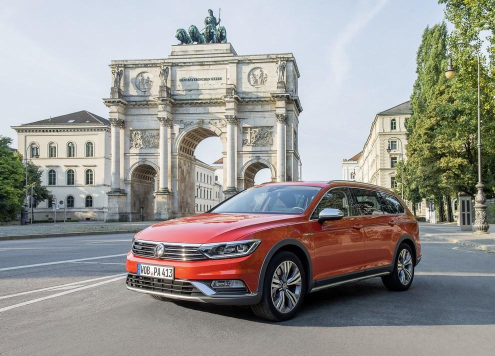 Nuova Volkswagen Passat Alltrack foto ed informazioni ufficiali - Foto 26 di 28