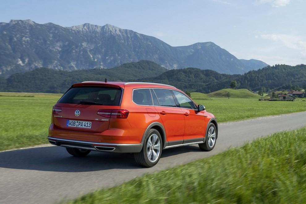 Nuova Volkswagen Passat Alltrack foto ed informazioni ufficiali - Foto 7 di 28