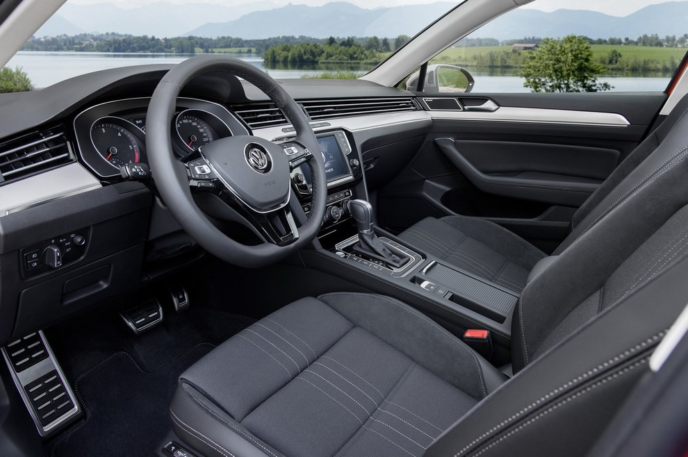 Nuova Volkswagen Passat Alltrack foto ed informazioni ufficiali - Foto 18 di 28