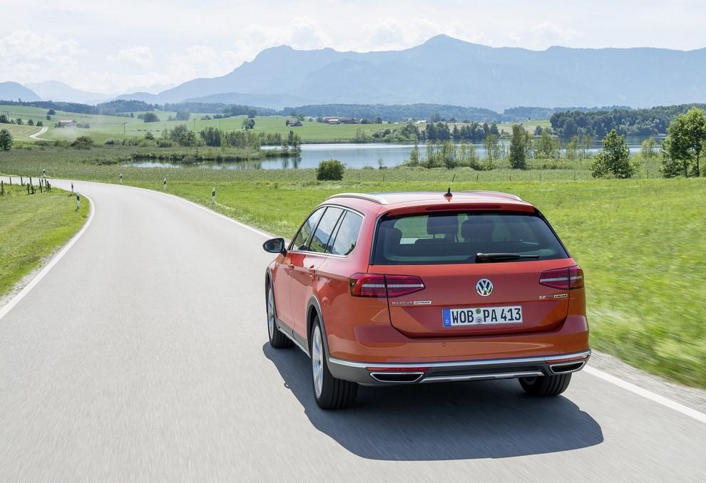 Nuova Volkswagen Passat Alltrack foto ed informazioni ufficiali - Foto 1 di 28
