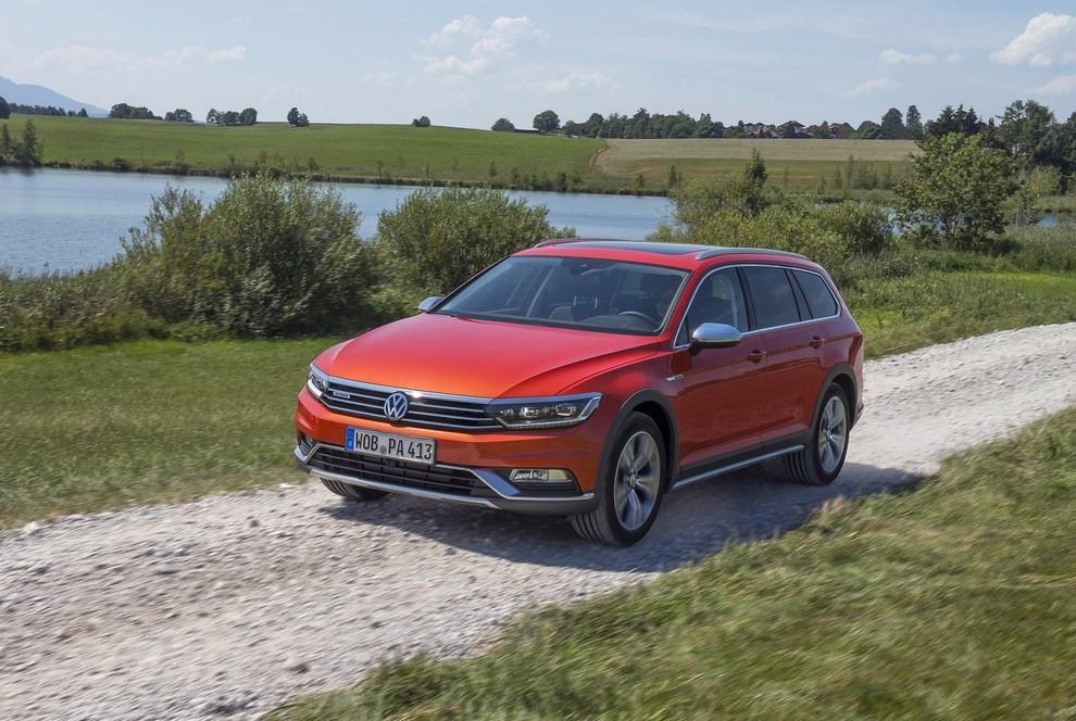 Nuova Volkswagen Passat Alltrack foto ed informazioni ufficiali - Foto 2 di 28