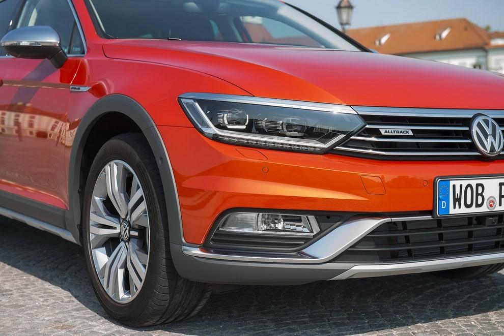 Nuova Volkswagen Passat Alltrack foto ed informazioni ufficiali - Foto 4 di 28