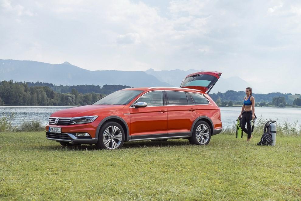 Nuova Volkswagen Passat Alltrack foto ed informazioni ufficiali - Foto 5 di 28