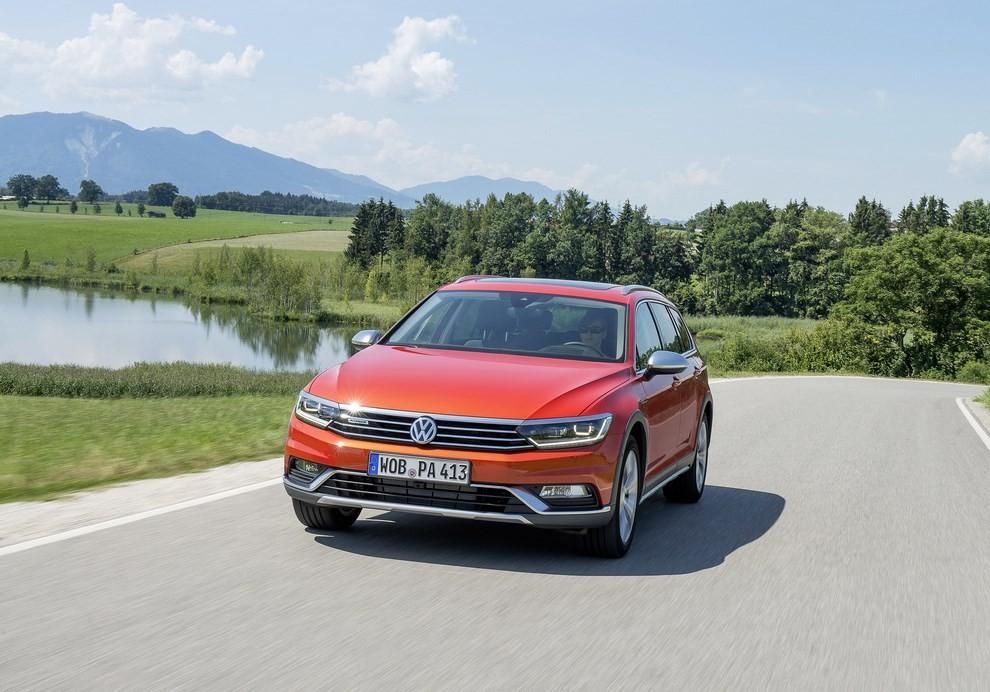 Nuova Volkswagen Passat Alltrack foto ed informazioni ufficiali - Foto 10 di 28