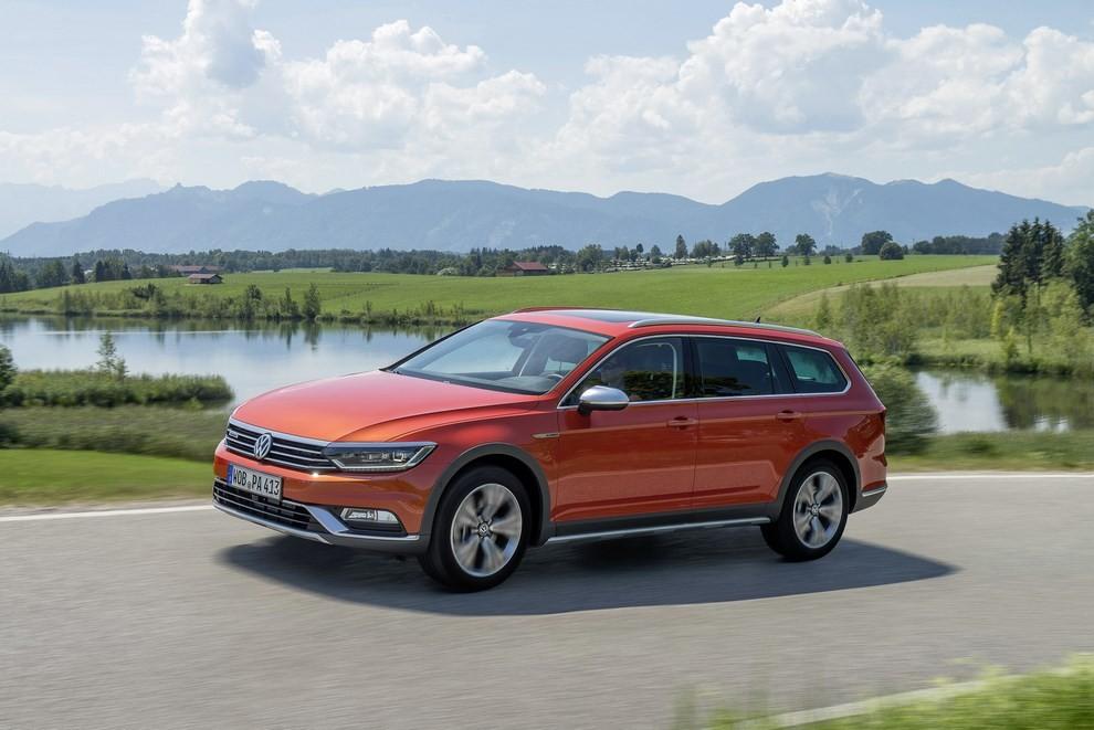 Nuova Volkswagen Passat Alltrack foto ed informazioni ufficiali - Foto 11 di 28