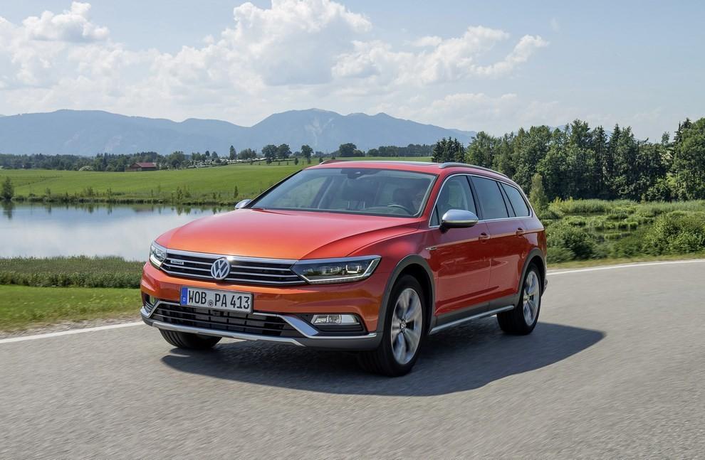 Nuova Volkswagen Passat Alltrack foto ed informazioni ufficiali - Foto 12 di 28