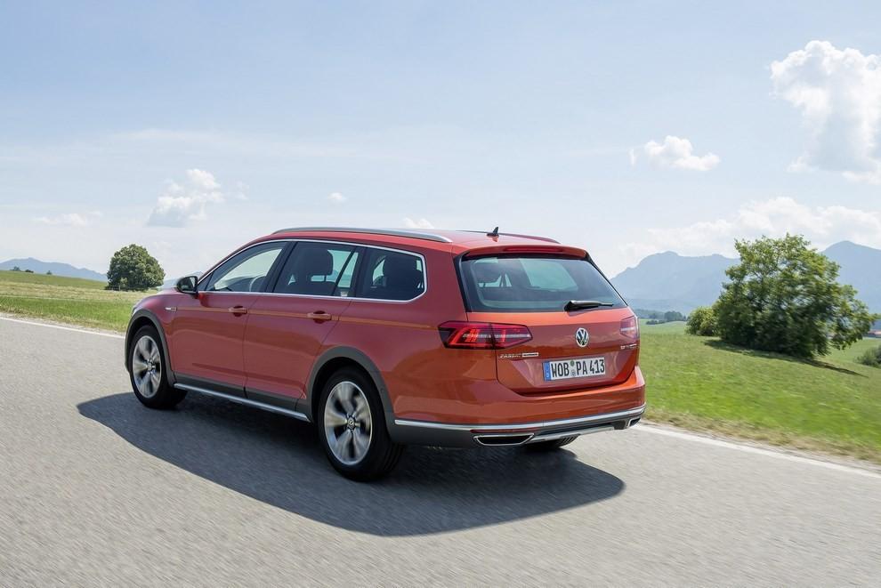 Nuova Volkswagen Passat Alltrack foto ed informazioni ufficiali - Foto 13 di 28
