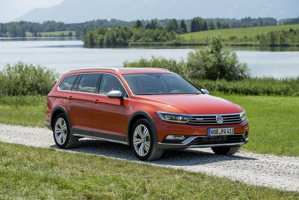 Nuova Volkswagen Passat Alltrack foto ed informazioni ufficiali - Foto 14 di 28
