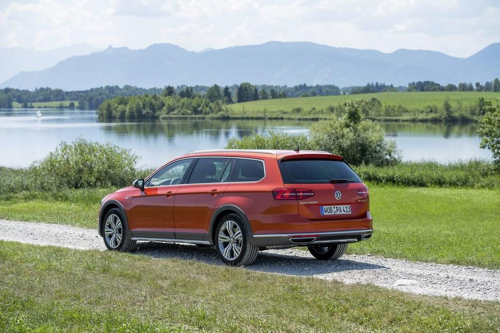 Nuova Volkswagen Passat Alltrack foto ed informazioni ufficiali - Foto 16 di 28