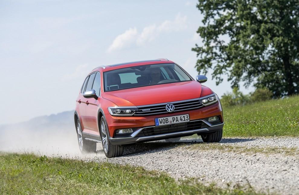 Nuova Volkswagen Passat Alltrack foto ed informazioni ufficiali - Foto 17 di 28