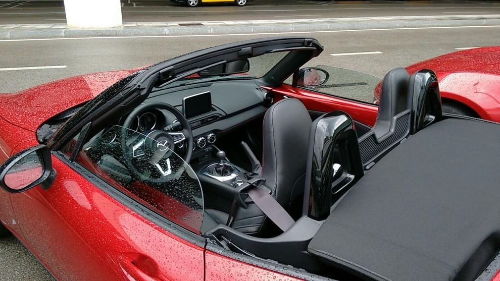 Nuova Mazda MX-5 provata su strada a Barcellona - Foto 16 di 21