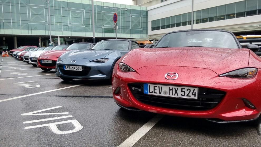 Nuova Mazda MX-5 provata su strada a Barcellona - Foto 18 di 21