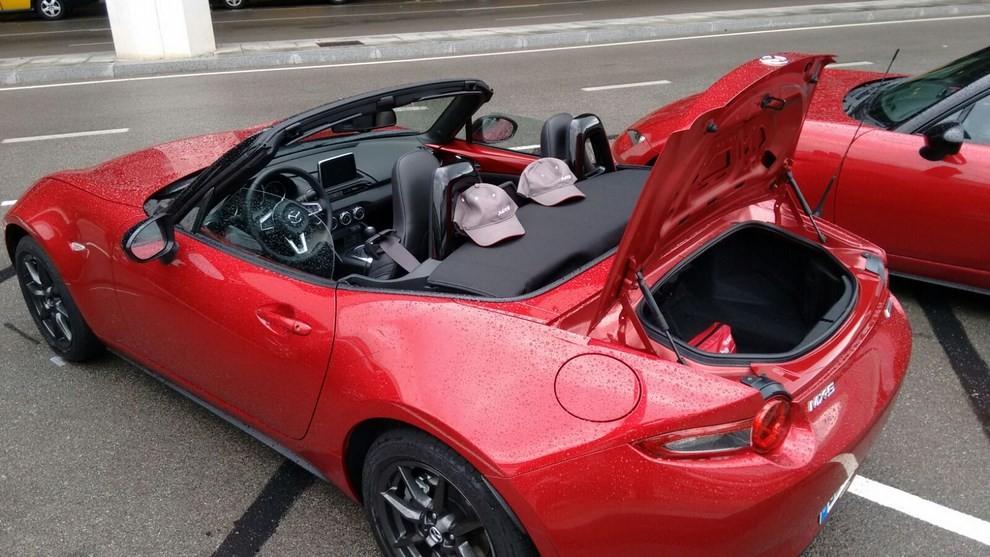 Nuova Mazda MX-5 provata su strada a Barcellona - Foto 5 di 21