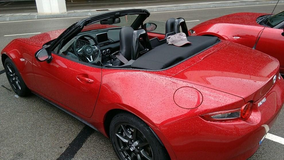 Nuova Mazda MX-5 provata su strada a Barcellona - Foto 7 di 21