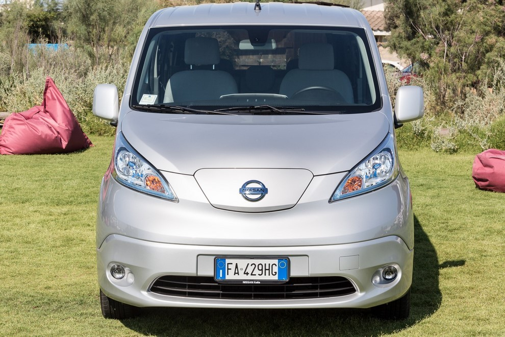 nissan e nv200 evalia prova su strada dell elettrica a 7. Black Bedroom Furniture Sets. Home Design Ideas