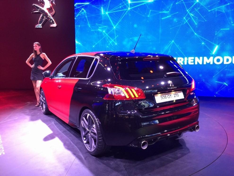 Peugeot 308 GTi, prezzi ed informazioni per l'Italia - Foto 5 di 12