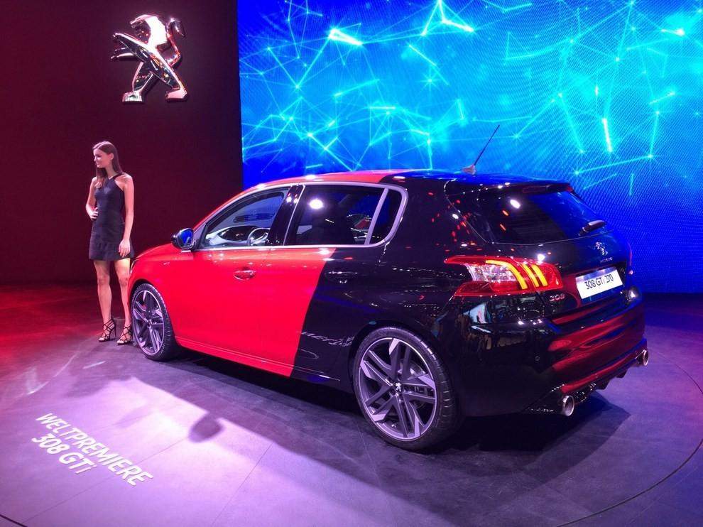 Peugeot 308 GTi, prezzi ed informazioni per l'Italia - Foto 10 di 12