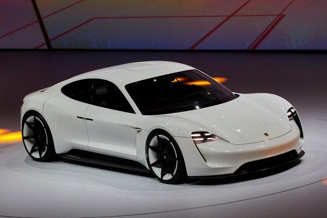 Porsche Mission E Concept, la sorella piccola e cattiva di Panamera