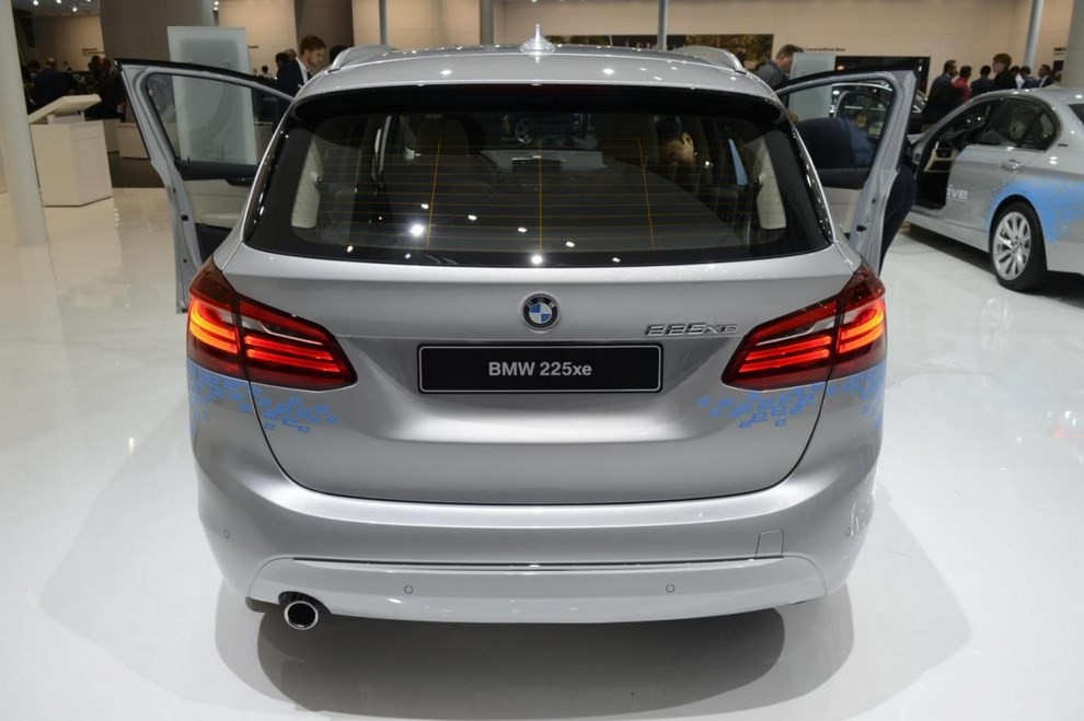 BMW Serie 2 Active Tourer ibrida plug-in - Foto 2 di 7