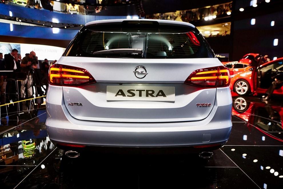 Nuova Opel Astra Sports Tourer prime immagini ed informazioni ufficiali - Foto 7 di 9