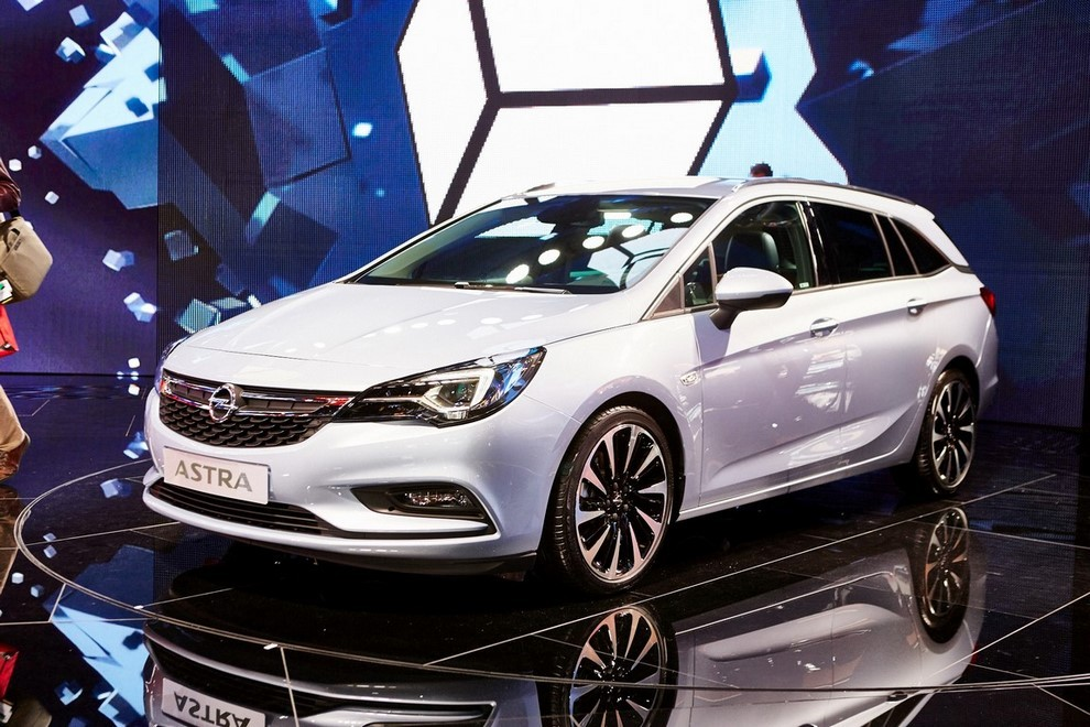 Nuova Opel Astra Sports Tourer prime immagini ed informazioni ufficiali - Foto 9 di 9