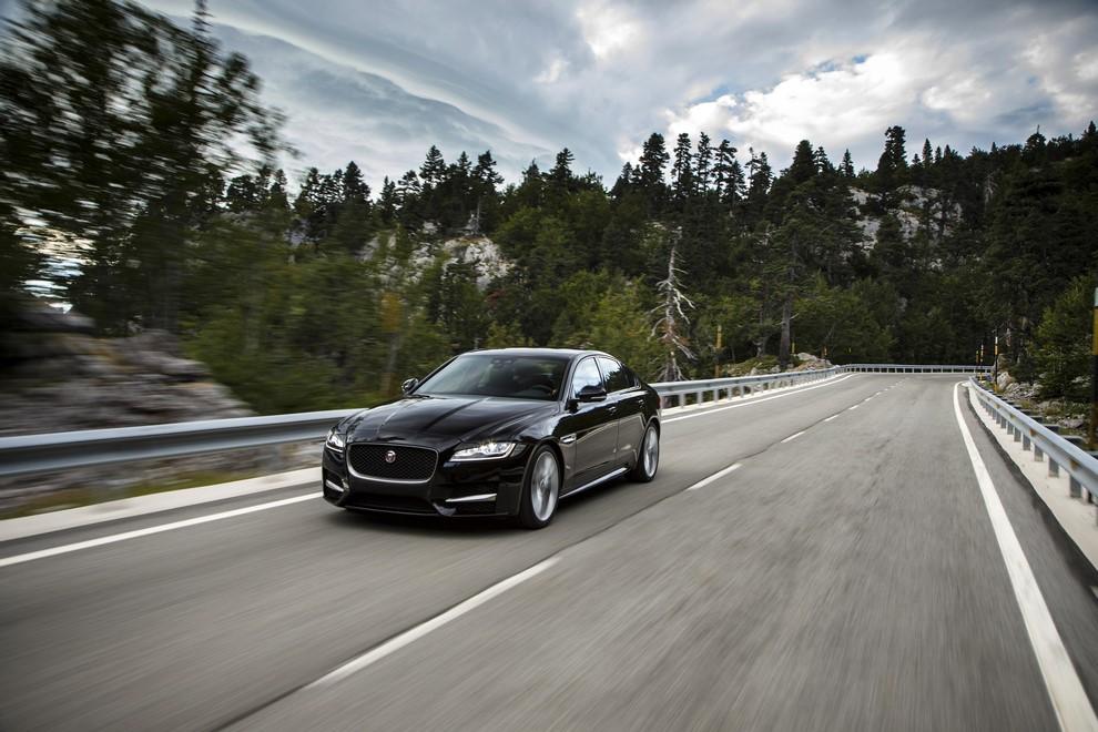 Nuova Jaguar XF prova su strada e su pista - Foto 14 di 37
