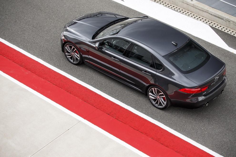 Nuova Jaguar XF prova su strada e su pista - Foto 17 di 37