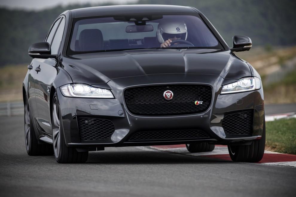 Nuova Jaguar XF prova su strada e su pista - Foto 21 di 37