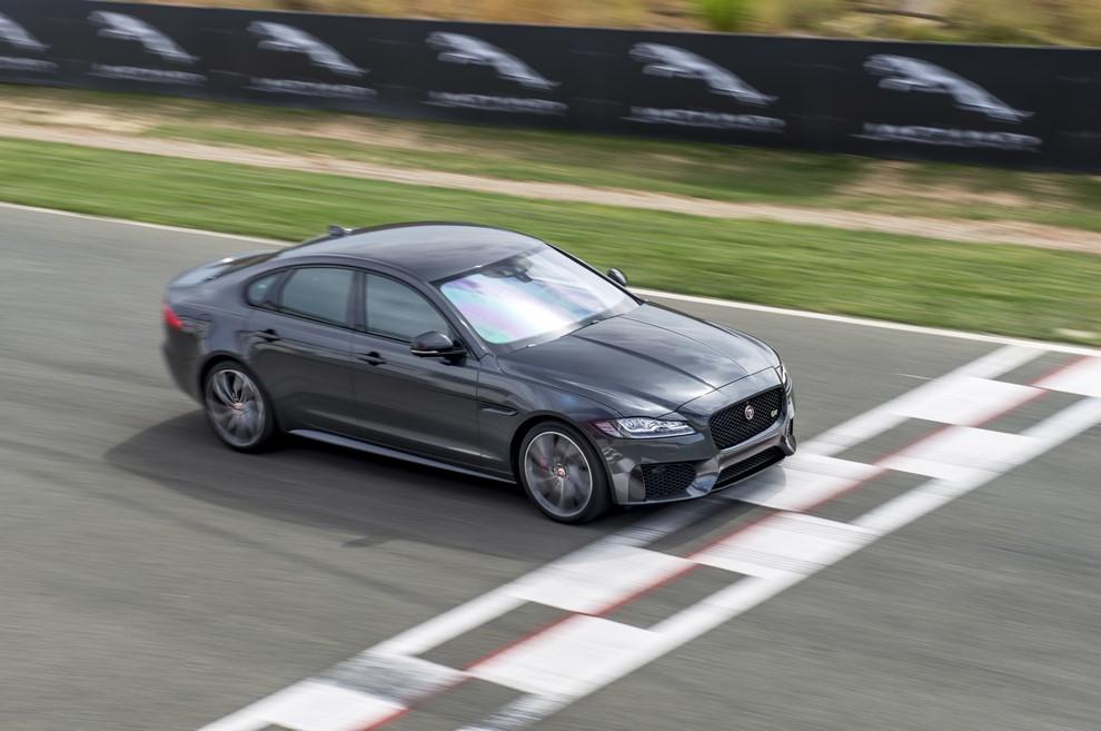 Nuova Jaguar XF prova su strada e su pista - Foto 25 di 37