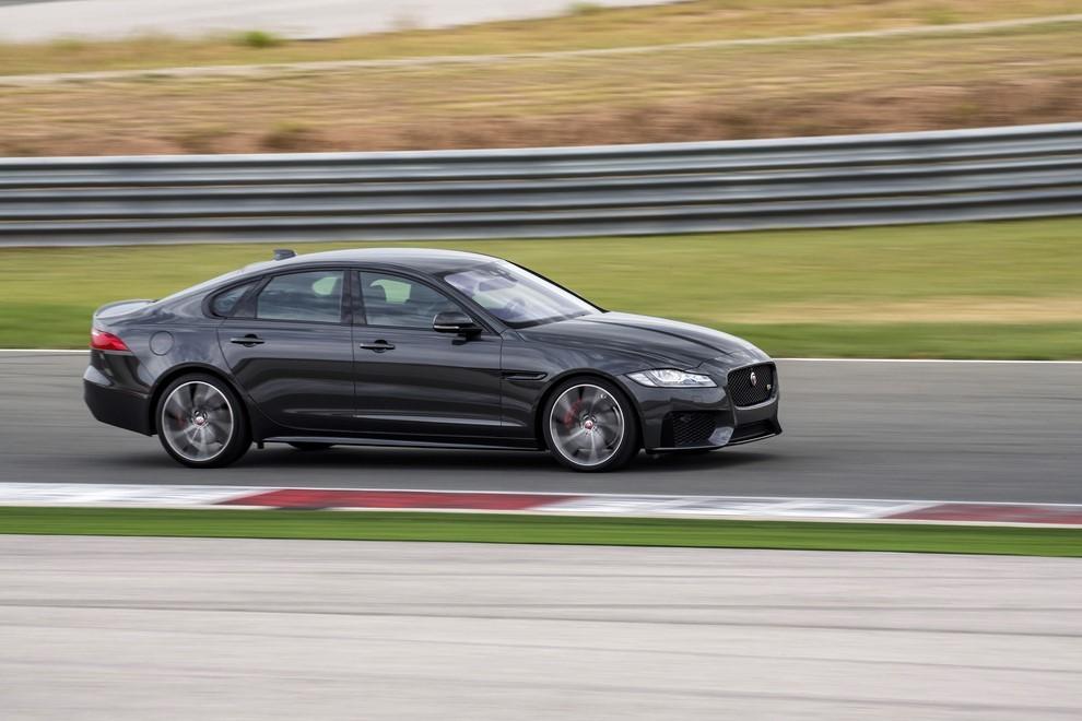 Nuova Jaguar XF prova su strada e su pista - Foto 26 di 37