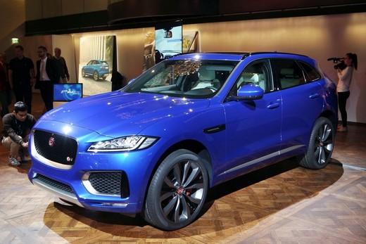 Jaguar F-Pace foto ufficiale della versione di serie