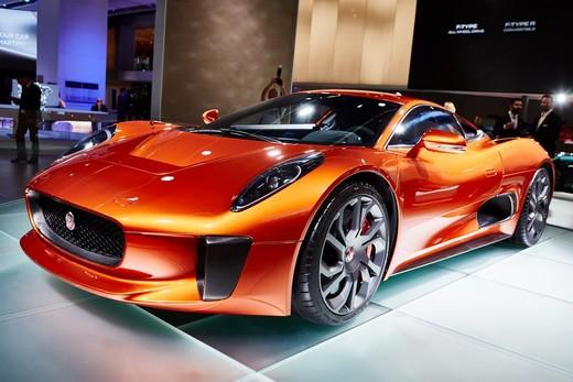 Jaguar e Land Rover, le Bond Cars a Francoforte