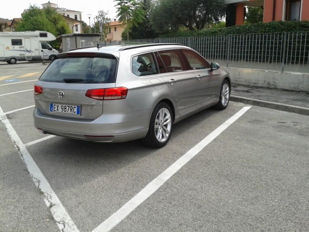 Volkswagen Passat Variant 2.0 TDI Businessline, il test drive - Foto 4 di 9