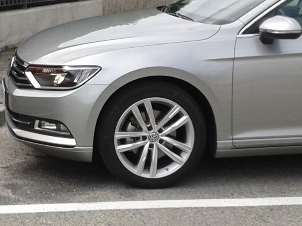 Volkswagen Passat Variant 2.0 TDI Businessline, il test drive - Foto 9 di 9