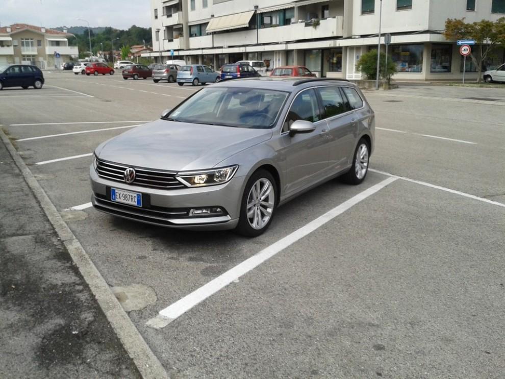 Volkswagen Passat Variant 2.0 TDI Businessline, il test drive - Foto 2 di 9