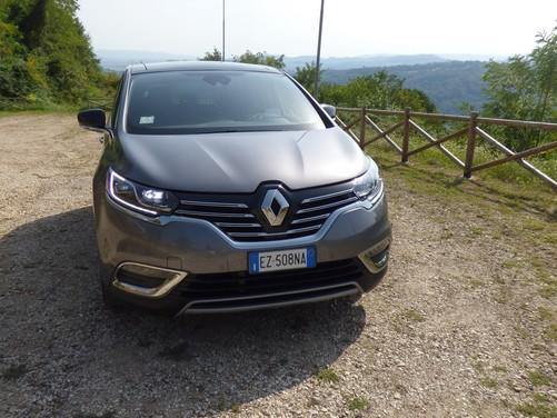 Renault Espace, su strada con la nuova crossover francese