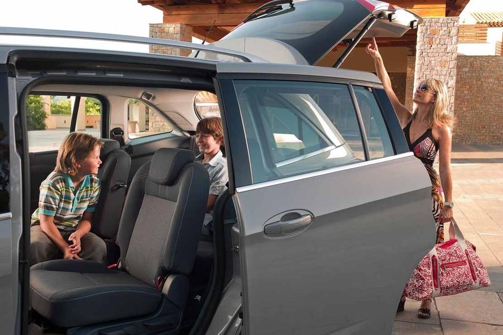 La nuova C-MAX di Ford va sullo spazio a Bimbinfiera a Roma - Foto 1 di 2