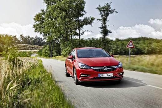 Opel Astra, la quinta generazione rinnovata da cima a fondo