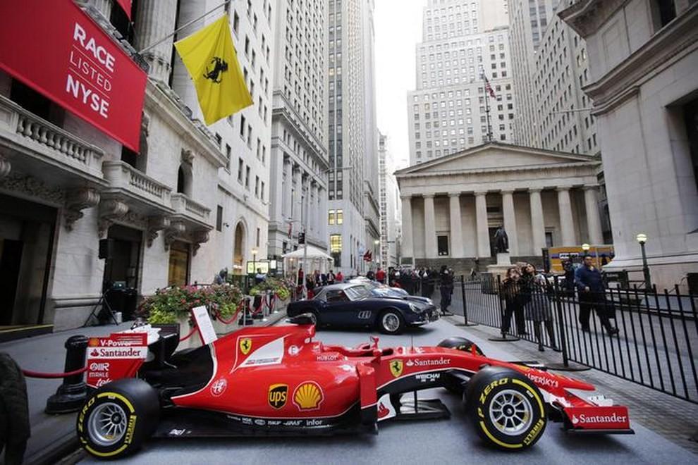 582fce9367 Ferrari, debutto in Borsa a Piazza Affari in chiaroscuro - Foto 5 di 6