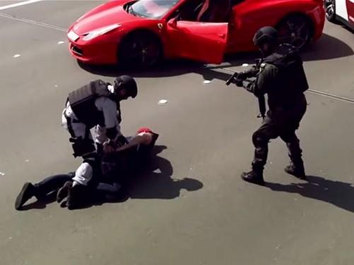 Ferrari 458 inseguita dalla Polizia di Abu Dhabi