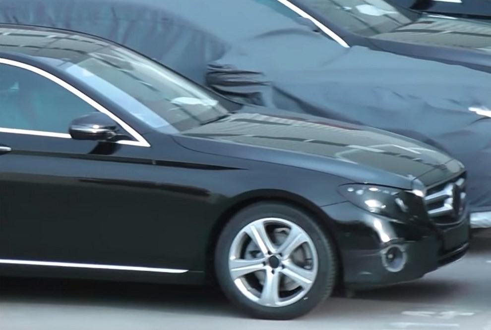 Mercedes Classe E, la nuova versione mostra i primi dettagli - Foto 3 di 4