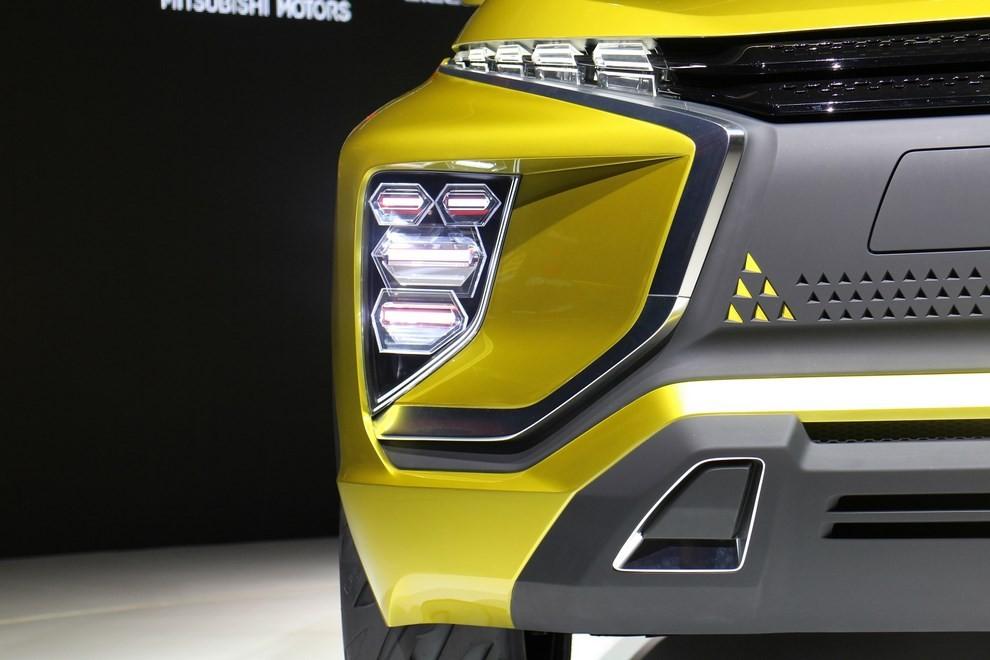 Mitsubishi eX Concept - Foto 6 di 12