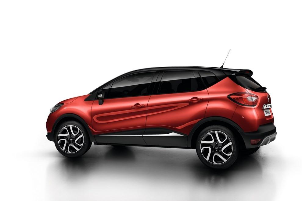 Renault Captur Iconic ed Excite, prova su strada delle nuove versioni top di gamma - Foto 7 di 23