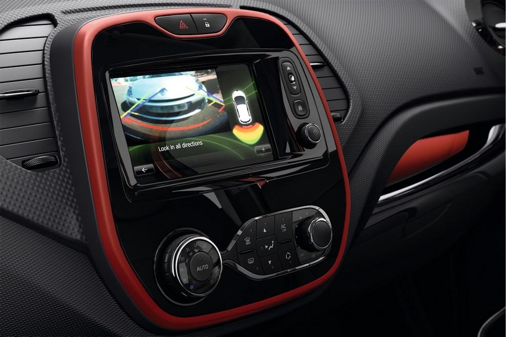 Renault Captur Iconic ed Excite, prova su strada delle nuove versioni top di gamma - Foto 15 di 23