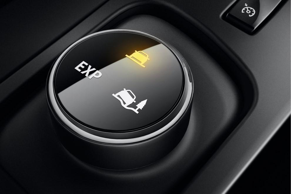 Renault Captur Iconic ed Excite, prova su strada delle nuove versioni top di gamma - Foto 14 di 23