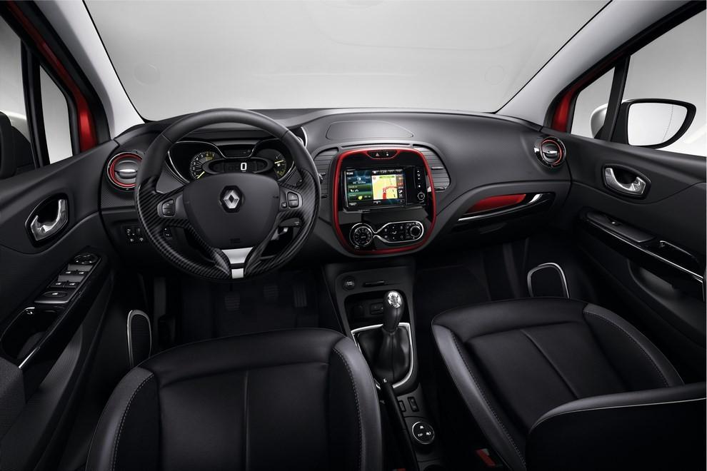 Renault Captur Iconic ed Excite, prova su strada delle nuove versioni top di gamma - Foto 16 di 23