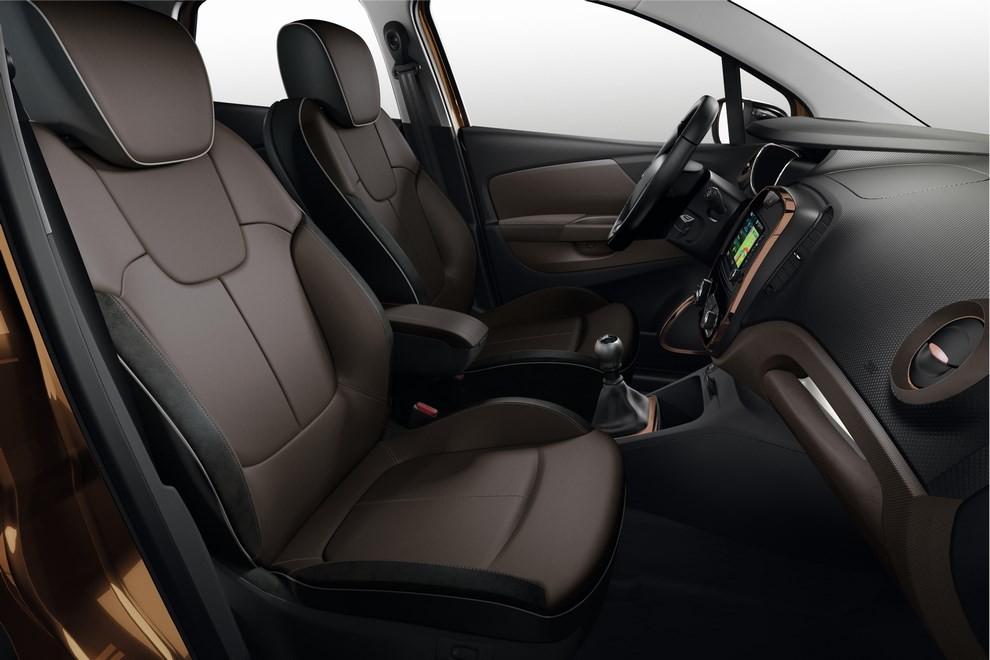 Renault Captur Iconic ed Excite, prova su strada delle nuove versioni top di gamma - Foto 17 di 23