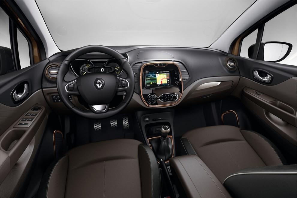 Renault Captur Iconic ed Excite, prova su strada delle nuove versioni top di gamma - Foto 18 di 23
